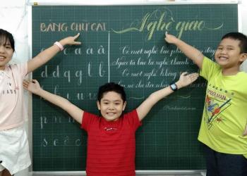 học sinh luyện chữ đẹp